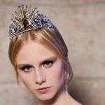 Donatela Versaće dizajnira tijaru za bečki Operski bal