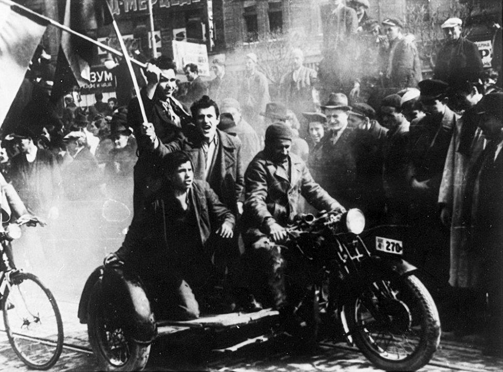 Demonstracije_u_Beogradu_27._marta_1941.jpg
