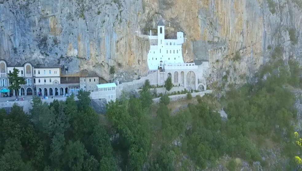 mediasfera-manastir-Ostrog_youtube_Манастир-Острог.jpg