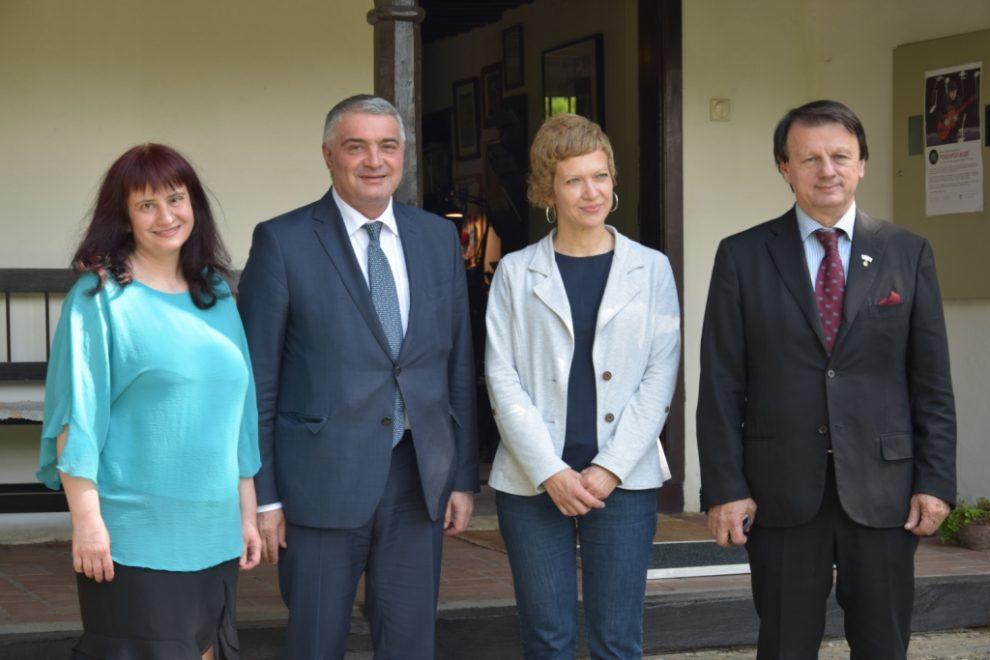 Anamarija Vartabedijan, ambasador Jermenije nj.e. Ašot Hovakimjan, direktorka Centra za kulturu Grocka Zorica Atić