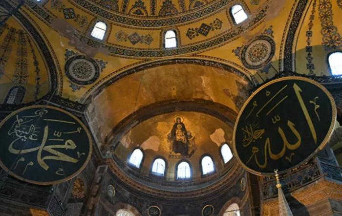 Aja-Sofija-hriscanski-i-muslimanski-simboli.jpg