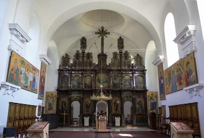 Manastir-Fenek-oltar-4jpg
