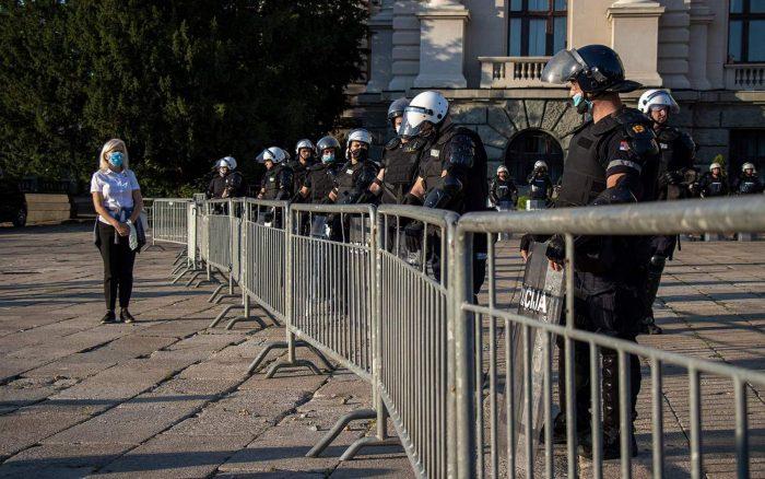 protesti-skupština-policija-foto-slobodan-cavic5.jpg