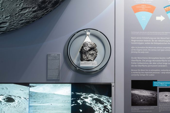 Naveci-mesecev-meterorit-Prirodnjacki-muzej-Bec-2.jpeg