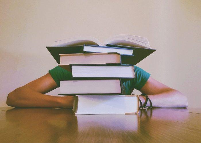 Studiranje-nekad-i-sad-knjige.jpg