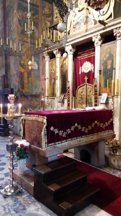 Manastir-Decani-kivot-svetog-kralja-Stefana-Decanskog-jpg