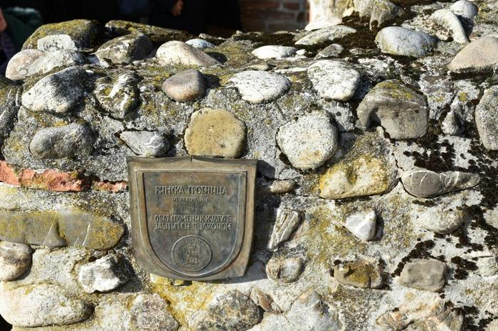 Tabla-Kasnorimska-grobnica.jpg