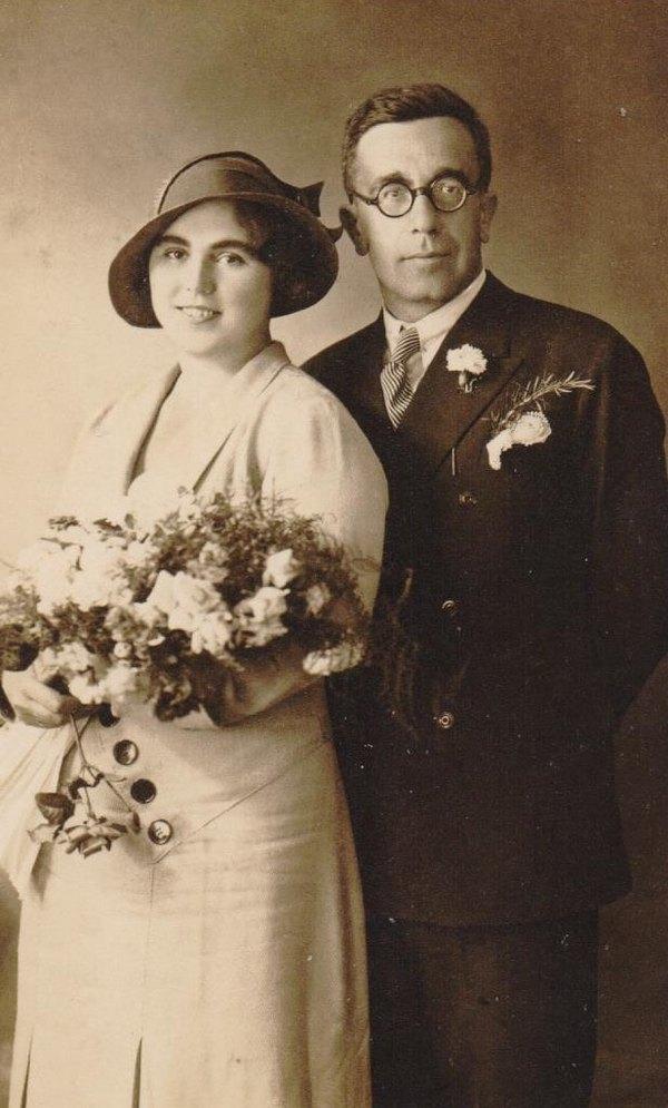 Vencanje Ljubice Dezulovic i dr Petra Runda u Manastiru Savina u Herceg Novom (1932)-min