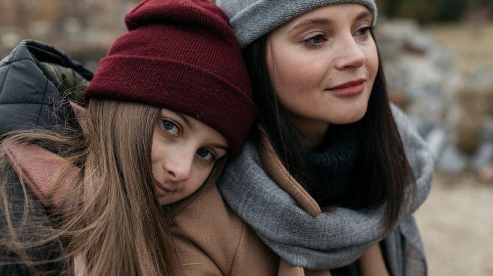 dve-devojke-kape-salovi-jpg