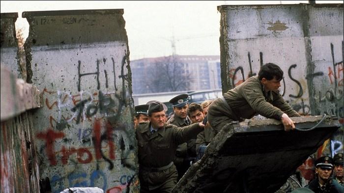 Pad_Berlinskog_zida_3.jpg