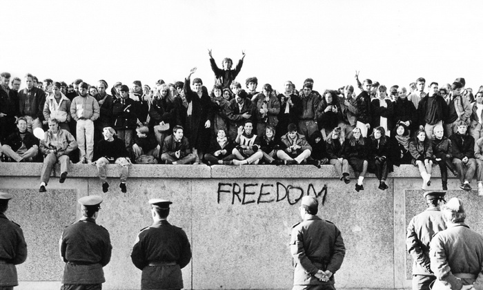 Pad_Berlinskog_zida_1.jpg