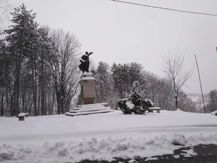 Spomenik-na-Rajcu proslog-decembra-jpg