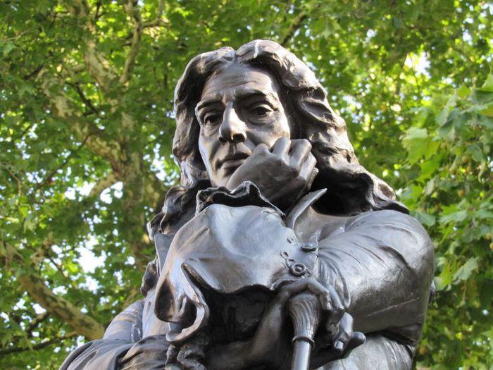 Spomenik Edvardu Kolstonu