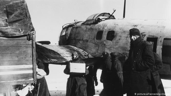 Bitka-kod-Staljingrada-nemacki-vojnici-istovaraju-hranu.jpg
