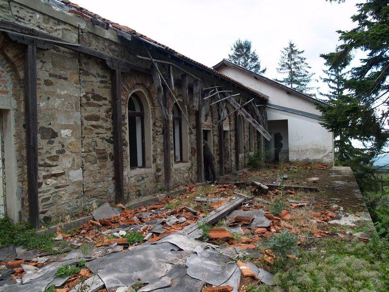 Detalji priloga Ostecenja-u-crkvi-Uspenja-Bogorodicinog-manastir-Mateic-foto-Jasmina-S-Ciric-3.jpg
