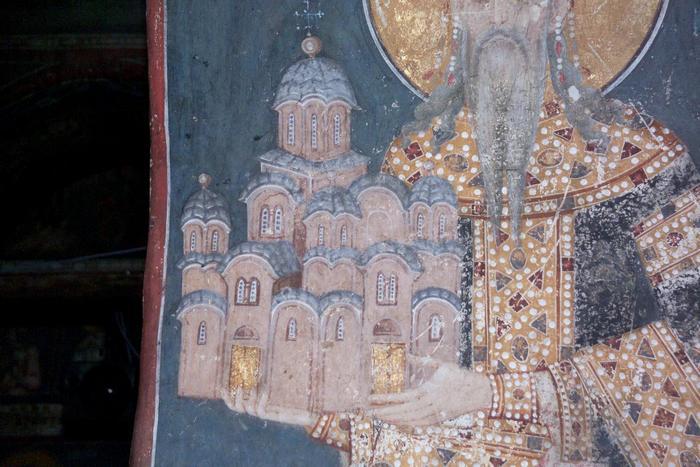 Gracanica-model-crkve-u-rukama-kralja-Milutina-foto-fondacija-Blago.jpg
