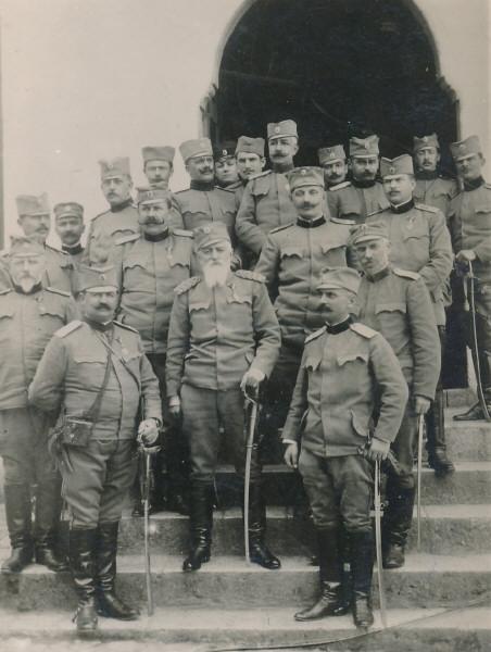 General-Bozidar-Jankovic-sa-stabom-III-armije-foto-iz-Zbirke-fotografija-i-foto-artefakata-Vojni-muzej-u-Beogradu.jpg