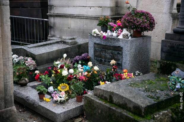 Morisonov-grob-u-Parizu-2.jpg